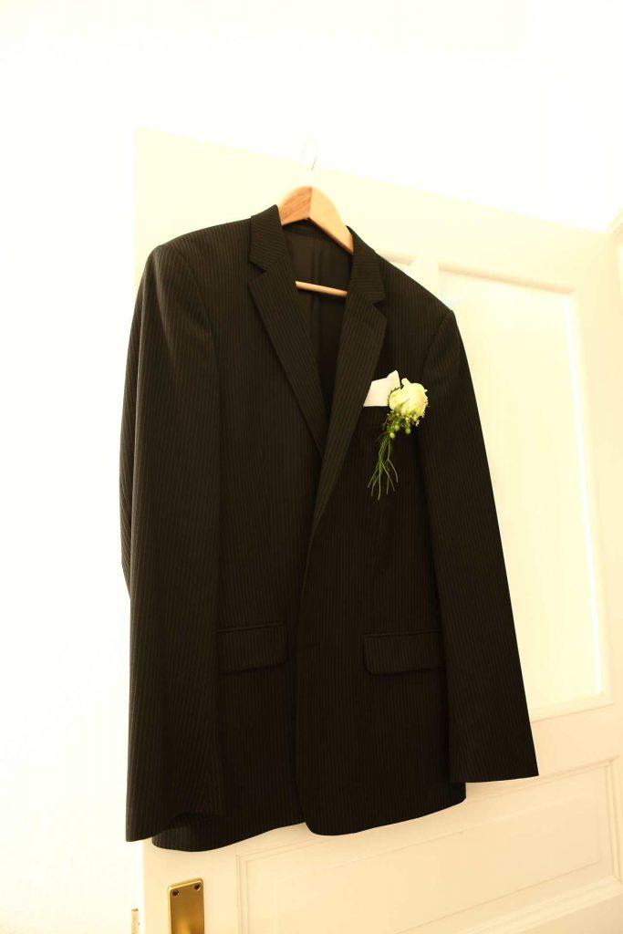 Anzug des Bräutigams