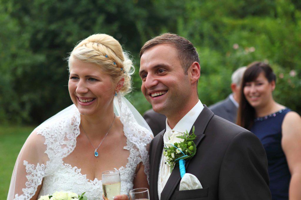 Brautpaar feiert