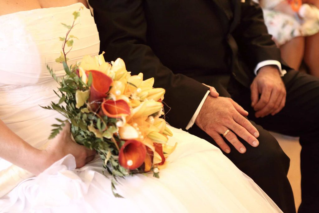 Hochzeit in Delitzsch - Händchenhalten