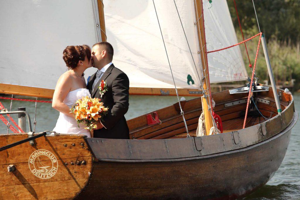 Hochzeit in Delitzsch - Kuss auf dem Boot