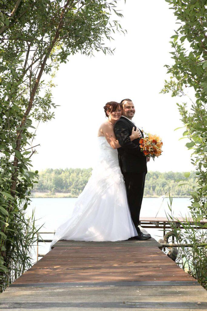 Hochzeit in Delitzsch - Paar auf Bootssteg