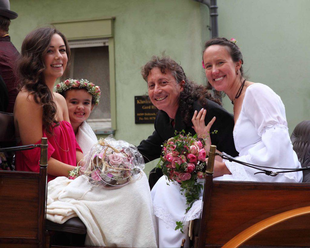 Hochzeit in der Delitzscher Stadtkirche - Familie auf Kutsche