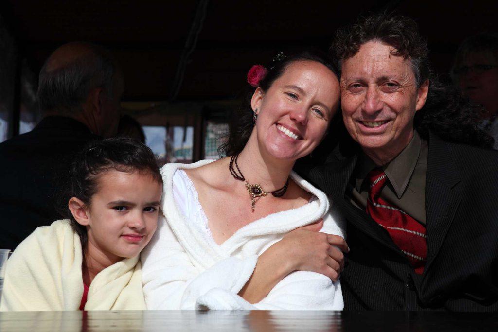 Hochzeit in der Delitzscher Stadtkirche - Brautpaar bei Bootstour auf der Goitsche