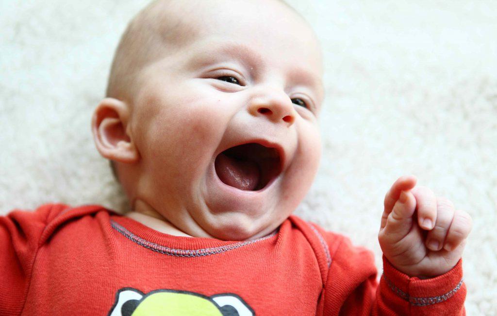 Baby-Fotos mit Gänseblümchen – Klappe die 2.