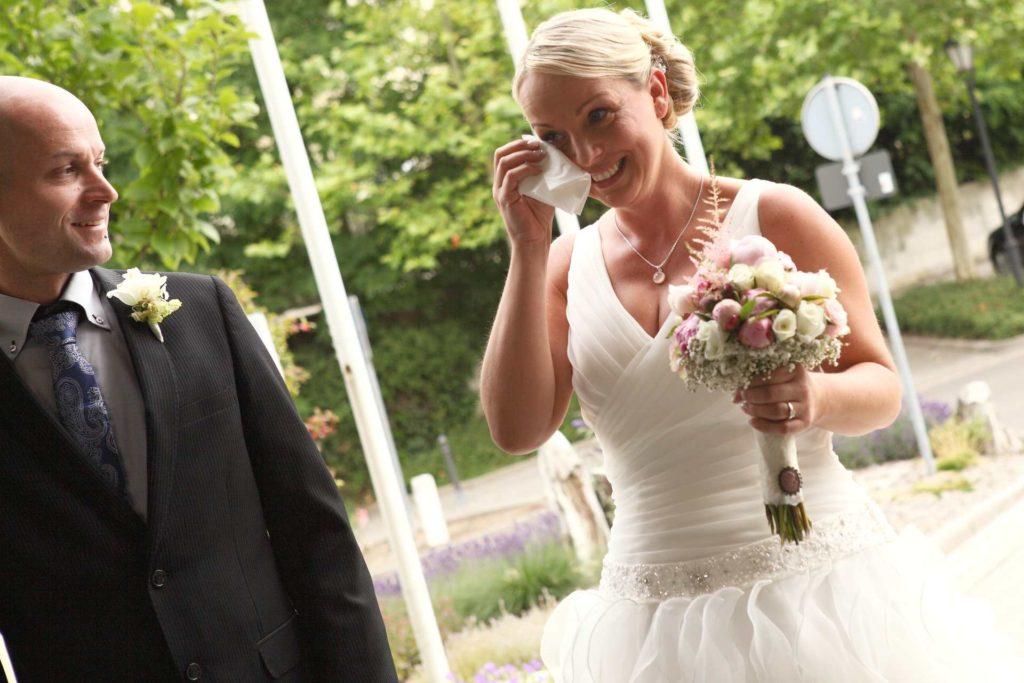 Braut mit Freudentränen
