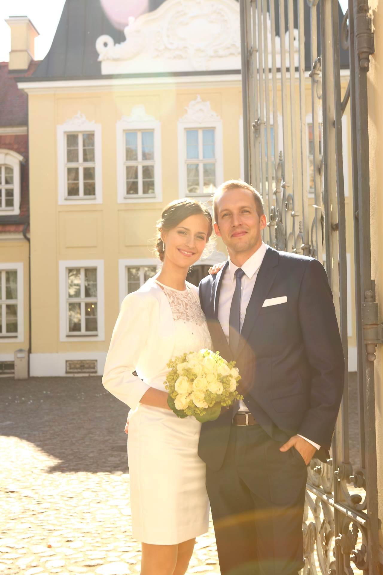 Hochzeitsfotos in Leipzig - Hochzeitspaar vor dem Gohliser Schlösschen