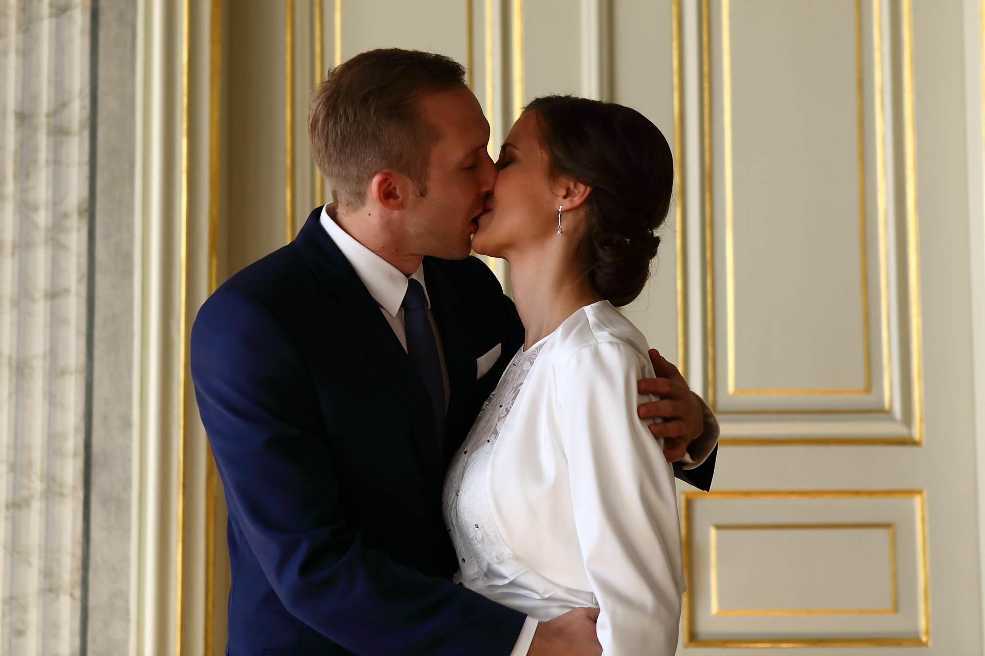 Hochzeitsfotos in Leipzig - Hochzeitskuss