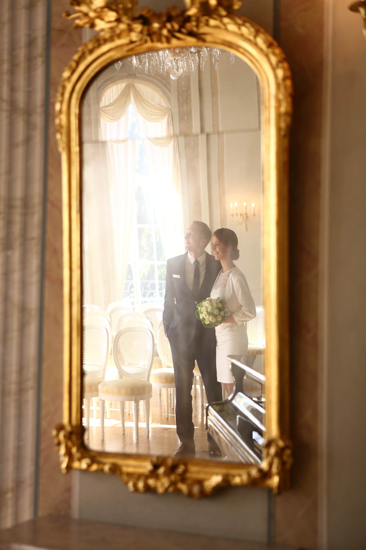 Hochzeitsfotos in Leipzig - Hochzeitspaar im Spiegel